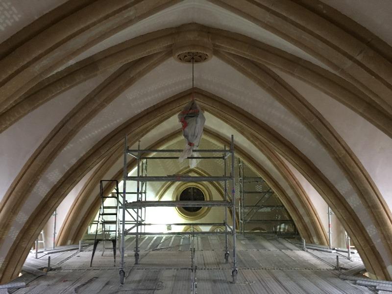 Montage dune structure dechafaudage plancher en hauteur pour la rénovation de monuments historiques