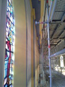 Location d'échafaudages omniloca pour une église comme neuve