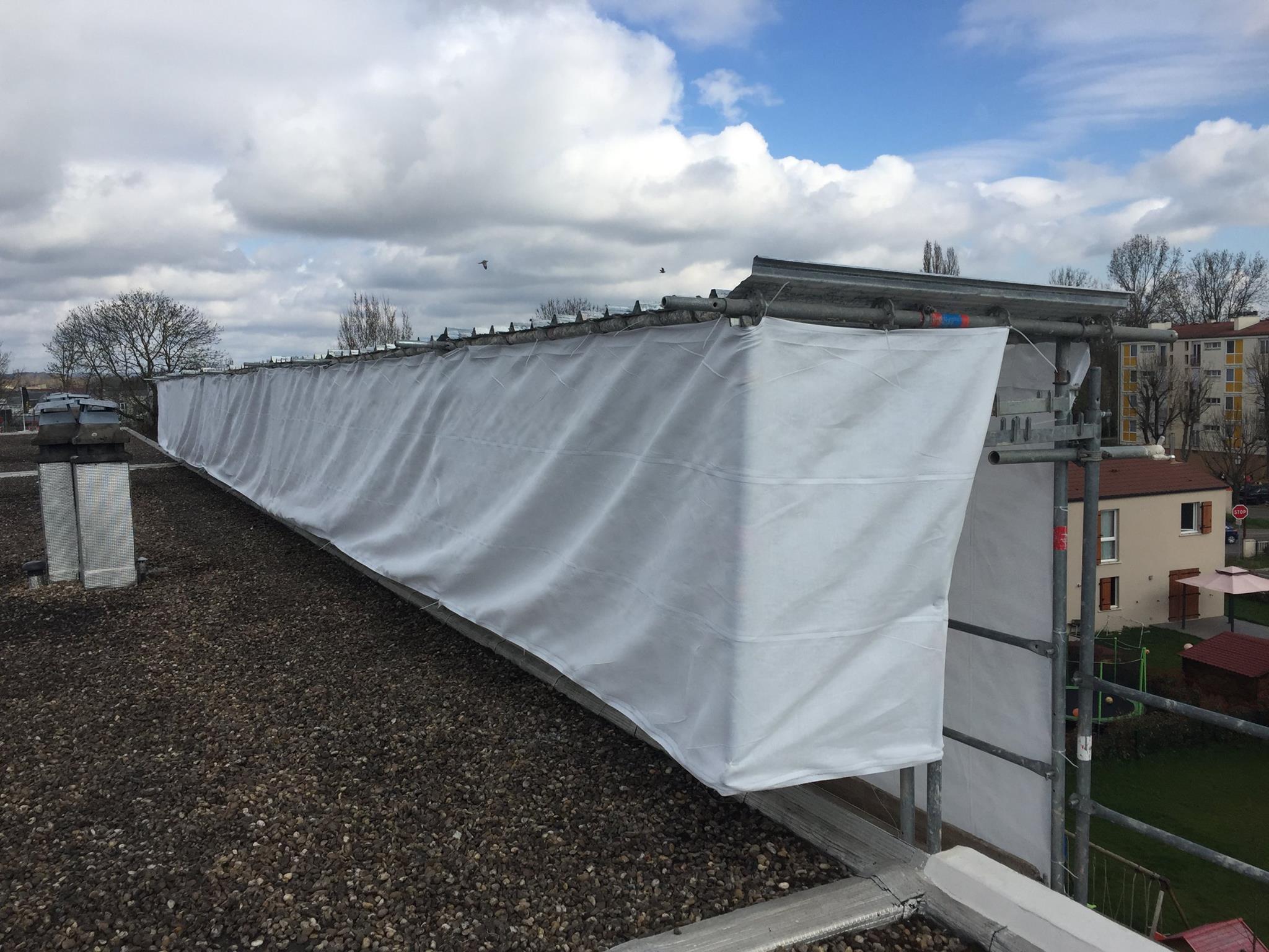 Jour de pluie : la protection en tête d'échafaudage Omniloca est la solution