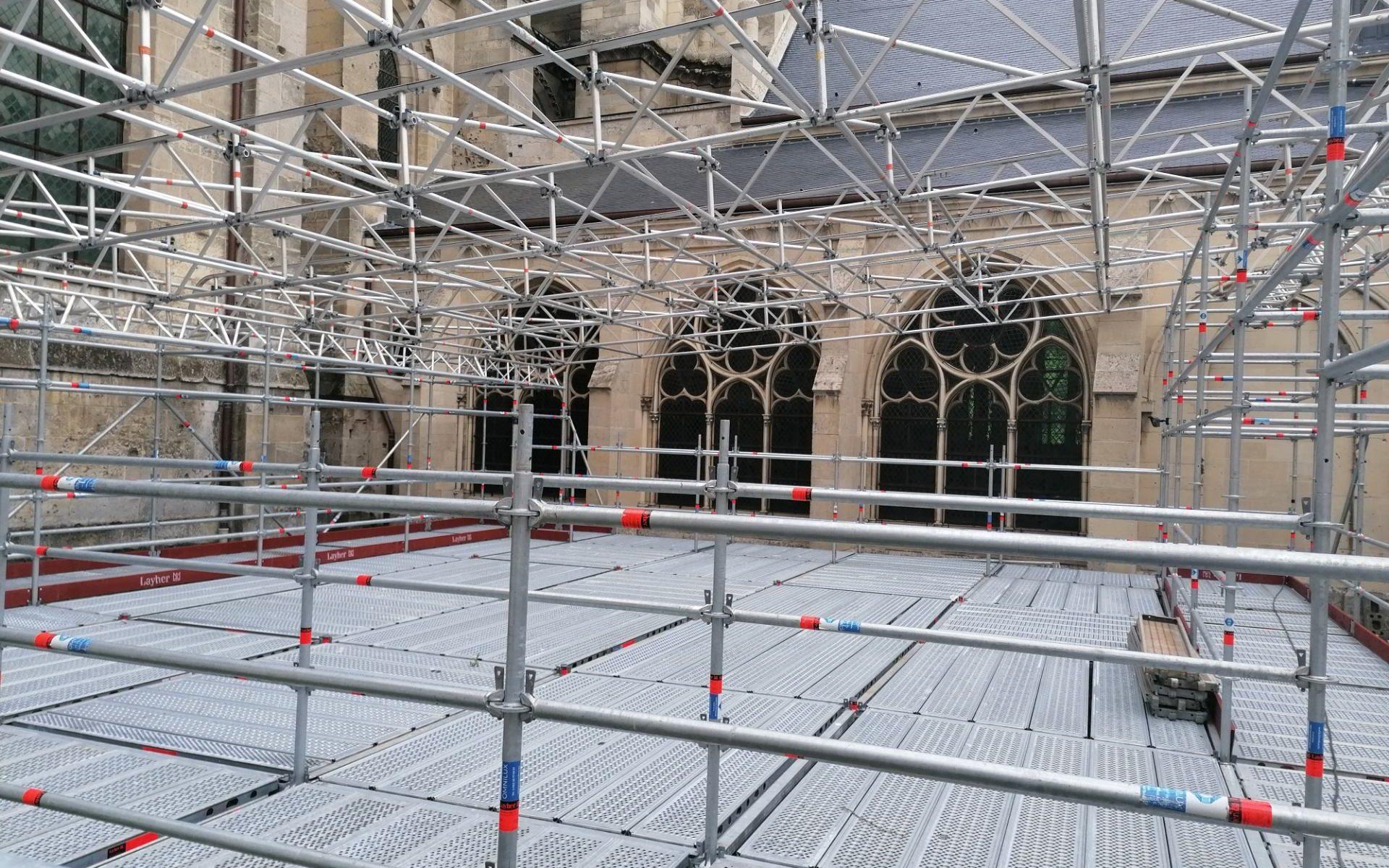 omniloca renovation cathedrale de soissons echafaudages et securite (1)